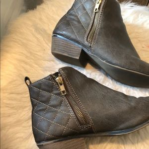 Shoes - Pair of brown faux leather boots